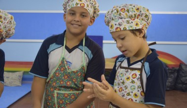 Alunos do 5º ano participam do workshop American Hamburger