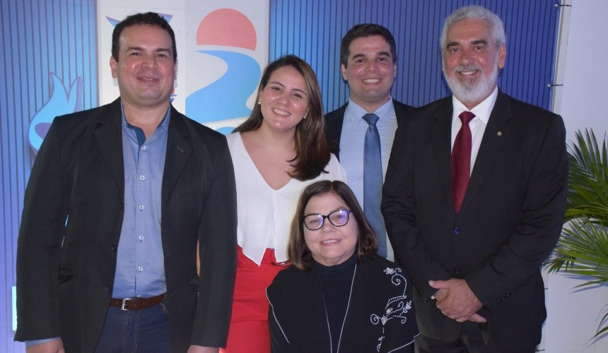Zuleik acompanhada de Jacson Jr (filho), Raíssa (nora), Jadson (filho) e Jacson Oliveira (esposo)